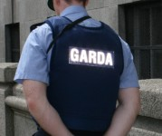 Bruņota banda aplaupa Bank of Ireland darbinieci