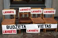 Deputāti lemj, tauta protestē - foto