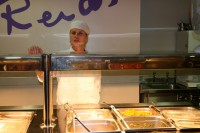 Restorānu īpašnieki pieprasa samazināt minimālo algu