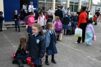 Katoļu baznīca Īrijā pieprasa naudu no sākumskolām