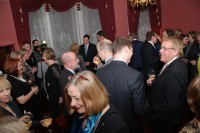 V. Dombrovskis tikās ar tautiešiem vēstniecībā Londonā