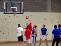 Basketbola turnīrā uzvar