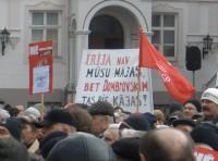Rīgā protestē pret