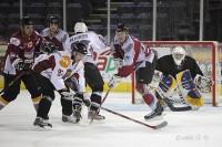 Hokejs atdzimst no pelniem