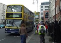 Sabiedriskajā transportā krāpjas ar pensionāru brīvbiļetēm