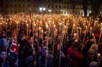 Lāpu gājienā Rīgas centrā piedalījās desmit tūkstoši iedzīvotāju