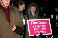 Dublinā protestē pret daļēju abortu legalizāciju