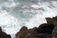Brīdina par ārkārtīgi augstiem viļņiem Atlantijas piekrastē
