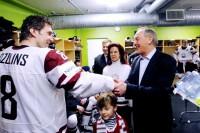 Prezidents sveic Latvijas hokeja izlasi - video