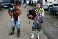 Kristofers un Kristers atklāj motokrosa sezonu