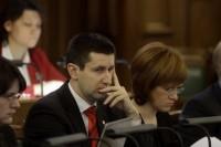 Saeima izglītības un zinātnes ministra amatā apstiprina Vjačeslavu Dombrovski