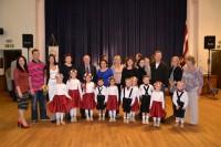 Bērni dejo, S. Slaidiņa saņem Pateicības rakstu