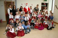 Droghedas skoliņa un Dublinas mazie dejotāji Ziemassvētkus svin kopā