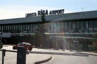 """Aicina pasažierus lidostā """"Rīga"""" ierasties ļoti savlaicīgi"""
