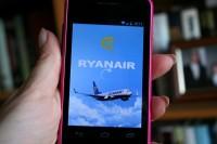 <em>Ryanair</em> aicina lietot mobilo aplikāciju