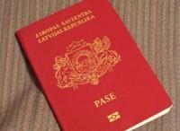 Apsūdz par viltotas Latvijas pases izmantošanu