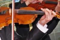Dublinā muzicēs jaunā latviešu vijolniece Kristīne Balanas