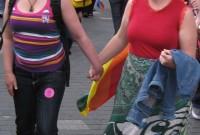 Top likumprojekts par viendzimuma pāru tiesībām adoptēt bērnus