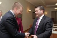 E. Rinkēvičs un D. Murphy pārrunā arī fiktīvo laulību un latviešu valodas mācīšanas jautājumus