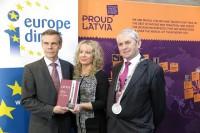 """Vēstnieks G.Apals Vaterfordā atklāj izstādi """"PROUD LATVIA - Latvijas dizaina veiksmes stāsti"""""""