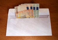 Latvijā katrs piektais strādājošais saņem algu aploksnē