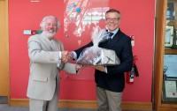 Ar LNB grāmatu dāvinājumu tiek noslēgta Latvijas prezidentūras programma Īrijā