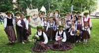 Atskatoties uz skolu jaunatnes dziesmu un deju svētkiem