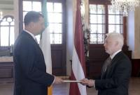 Prezidents ar Īrijas vēstnieku spriež par sadarbību piensaimniecībā un fiktīvajām laulībām