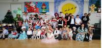 DZINTARA MĀKSLAS SKOLAS saime ballējas  Ziemassvētku pilī