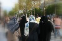 Aptauja: bēgļu uzņemšana - par vai pret