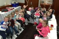 Latvju bērni visā plašā pasaulē sūta sveicienus!