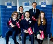 Īrijas vidusskolēni iejūtas Eiropas parlamentāriešu lomās