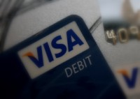 Brīdina par krāpšanu ar bezkontakta maksājumu kartēm