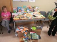 Droghedas skoliņas bibliotēku var izmantot visi apkārtnē dzīvojošie bērni