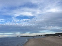 Otrdien valdīs karstums, pludmalēs jāuzmanās no medūzām