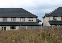 Valdība prezentē vērienīgus plānus mājokļu krīzes risināšanā