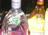 Latvijā reģistrētā automašīnā atrod kontrabandas alkoholu