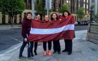 B.Kalniņa ar domubiedriem <em>izskrien Latviju</em> Dublinā