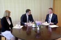 Valsts prezidents pasniedz akreditācijas vēstuli jaunajam Latvijas vēstniekam Īrijā