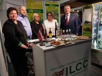 Vēstnieks apmeklē Latvijas stendu Dublinas pārtikas izstādē