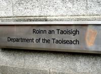 Īrijas vicepremjere demisionē, lai glābtu valdību