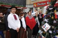 Latvieši Kavanas Ziemassvētku tirdziņā