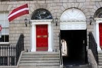 Laika apstākļu dēļ slēgta arī Latvijas vēstniecība