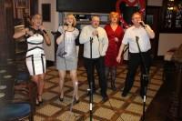 Latvieši Navanā dzied karaoke