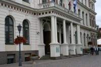 Par godu Sv.Patrika dienai Rīgas domes ēka izgaismota zaļā krāsā