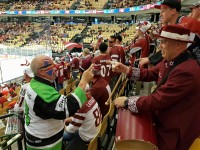 Īrijas latvieši Herningā pārsteidz dāņus un citus hokeja fanus