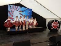 Bērnu deju kopa Dzirnaviņas kuplina PČ hokejā kultūras programmu Dānijā