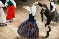 Dejotāji izpelnās skaļus publikas aplausus