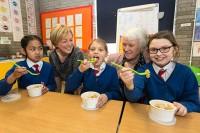 Uzsākta izmēģinājuma programma ēdināšanas nodrošināšanai sākumskolās