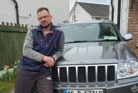 Uzņēmīgs latvietis piegādā lietotas automašīnas no Lielbritānijas